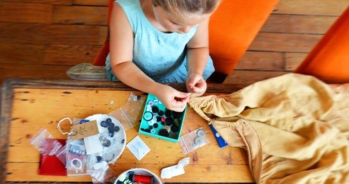 activité-montessori-couture enfant